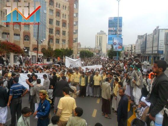 Photo of مسيرة حاشدة بصنعاء تطالب بإسقاط رموز الفساد وتأييدا للجيش في حربه ضد القاعدة