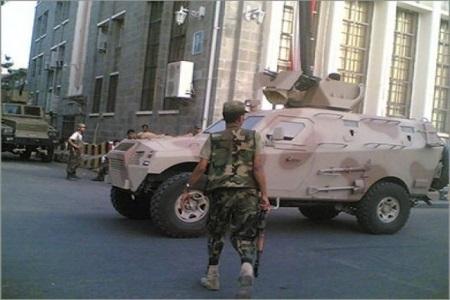 Photo of صحيفة بريطانية تحذر: حرب تلوح في جنوب اليمن قد تجر كبيري التحالف إلى مواجهة بعضهما