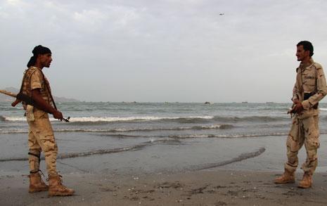 Photo of المواجهات بين الفصائل الموالية لهادي مستمرة في تعز … واشتباكات عنيفة بالقرب من قاعدة العند