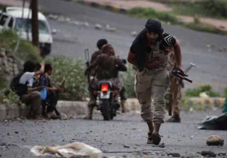 Photo of احتدام المواجهات المسلحة في تعز .. وقلق من اقتراب الجيش  واللجان الشعبية من قاعدة العند