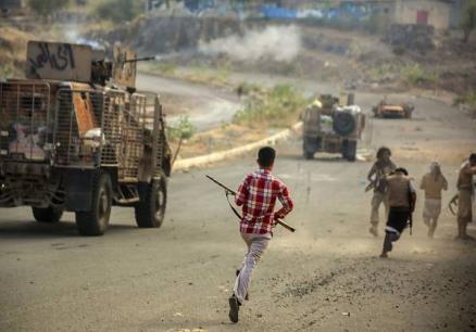 Photo of التوتر يعود مجددا إلى تعز .. أنباء عن ترتيبات لضم مجاميع مسلحة إلى الشرطة العسكرية تمهيدا لنشرها جنوب المحافظة