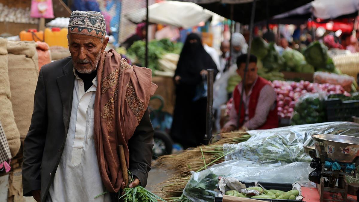 Photo of صنعاء .. إغلاق 30 متجراً مخالفاً لقوائم الأسعار
