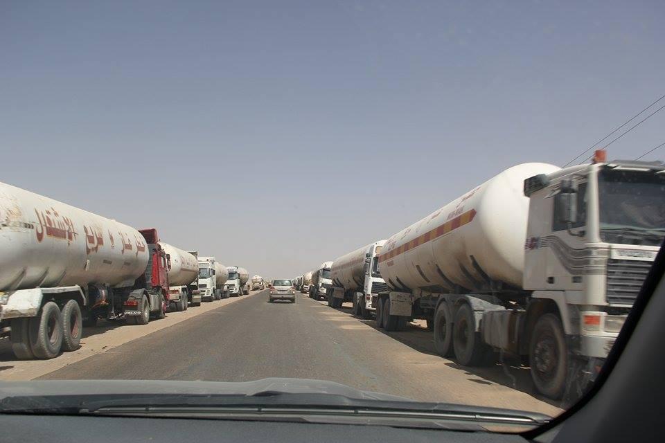 Photo of مأرب .. قطاع قبلي يحتجز مقطورات الغاز بعد ساعات من رفع قطاع سابق