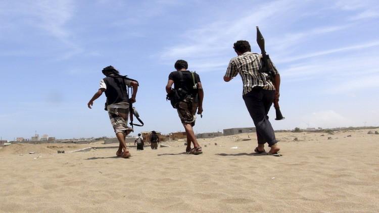 Photo of عسكريون يهاجمون قسم شرطة في عدن