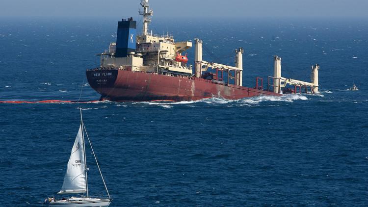 Photo of وصول سفينتان تحملان مشتقات نفطية إلى ميناء الحديدة