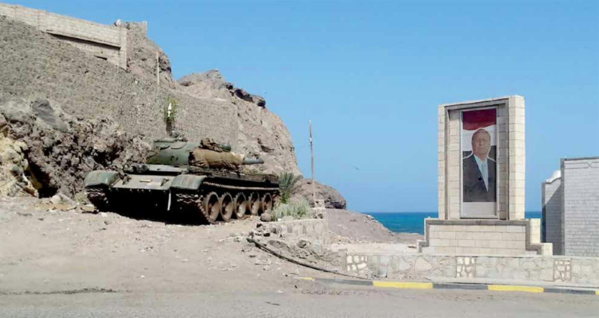 Photo of عدن .. مسلحون يهاجمون قصر معاشيق