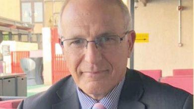 """Photo of السفير البريطاني: هادي مطالب بتقديم تنازلات تجعل الانتقالي جزء من """"الشرعية"""""""