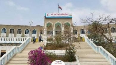 Photo of تعز .. مسلحون يقتحمون مستشفى الثورة ويختطفون أحد المرضى