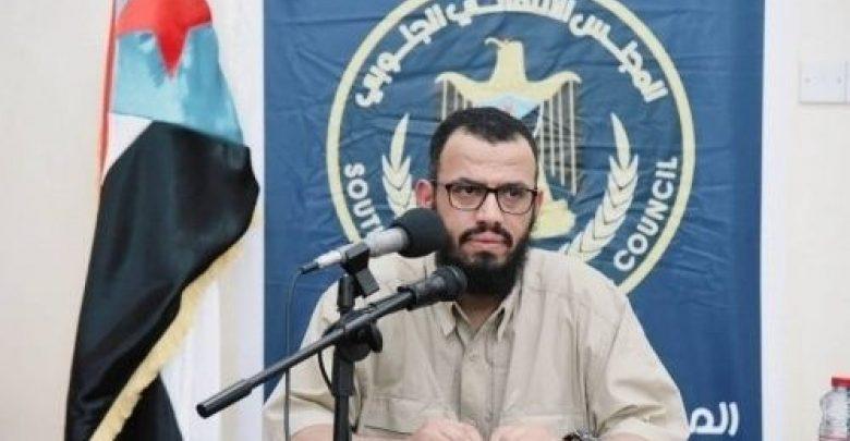 Photo of قيادي في المجلس الانتقالي يعلق على منع دخول قوات هادي إلى عدن