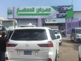 Photo of عدن .. مسلحون ينهبون معرض سيارات في الشيخ عثمان