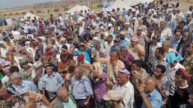 Photo of عدن .. عسكريون يعتصمون أمام مقر التحالف والانتقالي يلوح باتخاذ تدابير لازمة