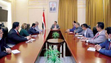 Photo of حكومة هادي تعلق على اقتحام قصر معاشيق