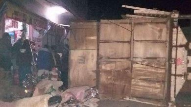 Photo of حادث مروري يقطع طريق رئيسي بين محافظتين