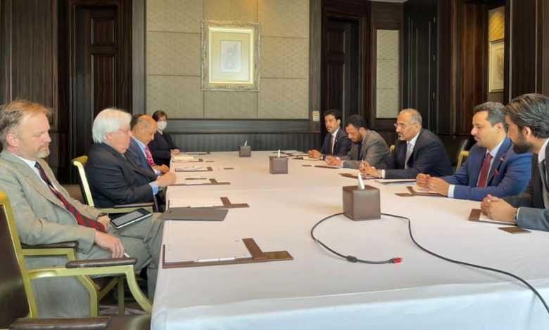 Photo of الزبيدي يدعو غريفيث إلى صياغة مبادرة أممية لتنظيم مفاوضات واقعية وجادة