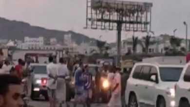 "Photo of ""فيديو"" .. اعتراض موكب رئيس حكومة هادي في المكلا والانتقالي يتجه للتصعيد"